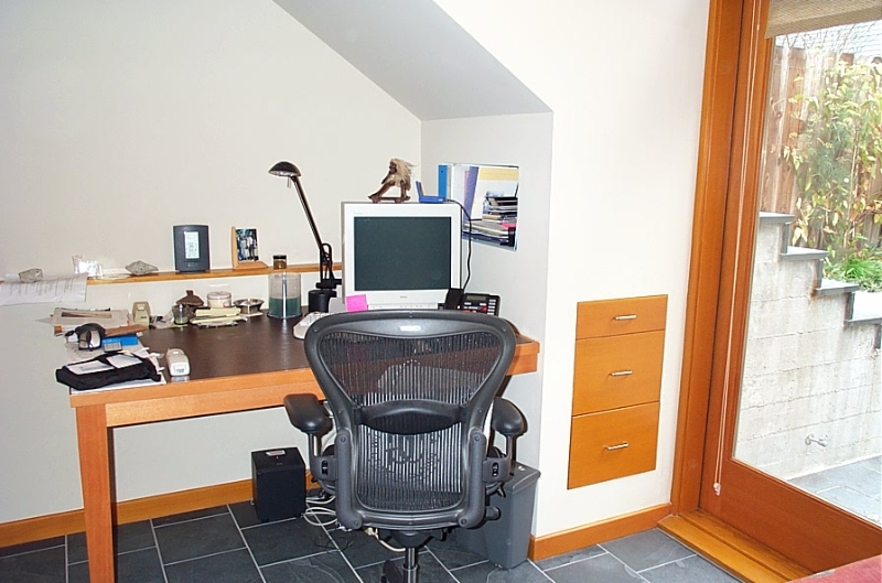 master-bedroom-desk